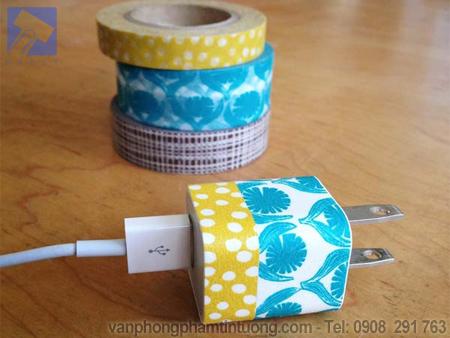 Trang trí sạc pin bằng băng keo giấy