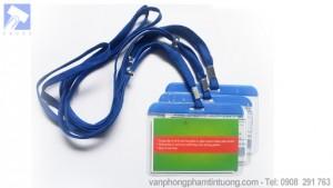 Thẻ đeo hội nghị nhựa cứng viền xanh dây đeo