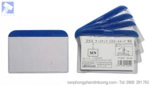 Thẻ đeo nhựa cứng viền xanh ngang